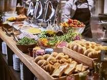 【朝食イメージ】全国各地から取り寄せた旬の野菜を様々なスタイルでお楽しみいただけます