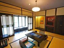 <地久>本館と階段でつながる翠嵐御坊にあり、レトロモダンな障子模様が印象的。