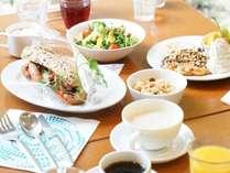 ☆メインのサンドイッチとサラダにスイーツ☆ボリューム満点です♪