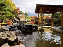【秋の露天風呂】温泉も紅葉も思う存分満喫したい方は開放感あふれる露天風呂がおすすめです