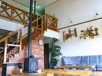 7mの吹き抜け、床暖房と暖炉があり、窓からの景色も絶景!