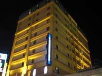 青森駅から徒歩2分。パサージュ広場の隣にある11F建てのホテル