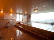 【男性大浴場】内湯は露天風呂より少し(1℃)熱めに設定しています