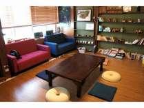 談話室、飲食スペース、国際交流部屋