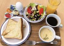 トースト(京都生まれ東京育ちの人気店のデニッシュ食パン)・サラダ・ゆで卵・スープ・ドリンク各種