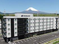 雄大な富士山が望めます。