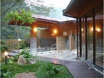 珍しい重曹泉の露天風呂 美人の湯と言われてます。