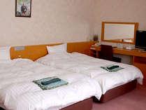 【洋室一例】若い方からシニアの方まで人気の洋室。ベッドで快適にお過ごしいただけますよ♪