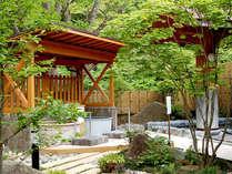 【露天風呂】露天風呂は四季の景色もお楽しみいただけます。重曹泉の美人の湯でお肌つるつる!
