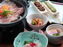 【里山コース】地元の旬の食材を取り入れた『君田の味』をお楽しみください。
