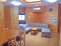 ゆったりした室内は最大8名と10名のお部屋タイプがあります。