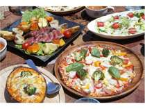 お食事はピザ窯で焼き立てのピザとロストビーフのコース料理