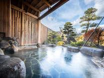 露天風呂 整えられた庭園を見ながら温泉入浴