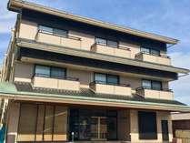和倉のメイン通りに面した当館は、近隣に様々なお食事処がありビジネス・観光におすすめです!