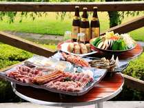 ~季節限定~【みんなで!!炭火焼BBQ】 雨でも安心!お庭に面した爽快テラスで、もりもり食べよう♪