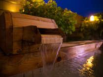 人吉温泉の始まりを築いた【元祖のお湯処】からは、夕焼けが美しく映える球磨川を一望する――