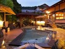 三本の自家源泉から湧出する泉質は、名湯といわれる熱海温泉の中でも類い希な高濃度の温泉。