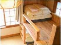 男前大工特製の頑丈な二段ベッドでみんなに優しい相部屋です。