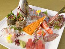 *【夕食一例】おふるまい会席/お造り。数種類の新鮮な魚介をお召し上がり下さいませ。