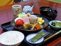 *<朝食一例>身体にやさしいご主人の手作り和朝食をお召し上がりください。