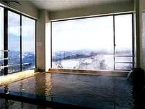 *大浴場からの眺めは最高!24時間、いつでもお好きな時間に入浴できるのも魅力的♪