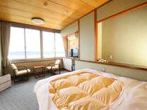 洋室 ダブル 湖がみえるお部屋です。お一人でもお二人でもご利用頂けます。(山側もあります)