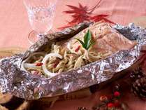 味噌の香り続く 秋鮭とキノコの包み焼き