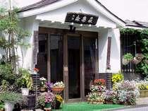 まごころの宿 永楽荘は谷川岳のふもと、湯檜曽川のほとりにて、旅館を営んで参りました