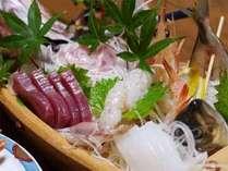 ■ご夕食例■お造りを存分にご賞味♪新鮮魚のプリプリ食感&旨味はもちろん、舟盛りだから見た目も豪華◎!