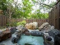 渓流のせせらぎを聞きながら良泉を堪能できる客室露天
