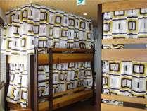 3階ベッド、コンセント、ライト完備です。