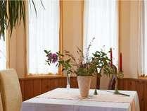 季節のお花に彩られるレストラン