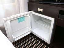 客室冷蔵庫普段はスイッチが入っておりません。冷蔵庫上のスイッチを押してから御利用ください。