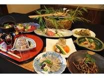 旬の食材をふんだんに使ったお料理をお召し上がりください。