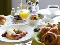 お部屋でゆったりと朝食をお楽しみいただけます。