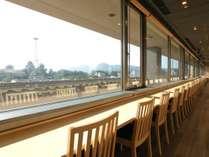<朝食>熊本城を一望できるカウンター席