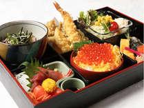 松花堂御膳、サラダ・デザートも付いて、おなかいっぱい間違いなし!