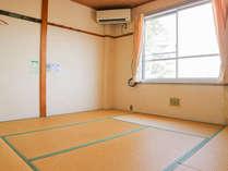 *【和室8畳一例】こじんまりとした和室。窓からは琵琶湖をご覧いただけます。