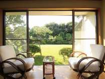 離れ「きた岡」は、別荘感覚でくつろげる、緑の中庭に癒されます