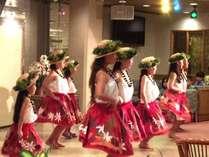 伊東で活躍しているローカルグループによるフラダンスショー