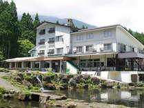 信州黒姫高原 ホテル若月の外観です
