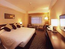 スーペリアダブル ベッド幅160cmでゆったりお休み頂けます。