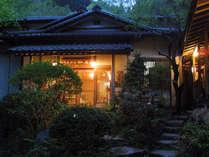 *周囲を自然に囲まれ、落ち着いた雰囲気の中でお寛ぎ頂けます。