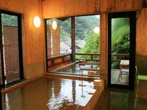 温泉津温泉で唯一の露天風呂◆いらかの湯◆夜11時にのれん替えがあります。朝8時までご入浴可能です