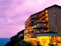 高台から海を望む 絶景の宿 伊豆・熱川温泉 粋光(SUIKO)