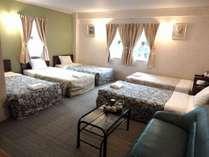 5人部屋は、グループもご家族でもみんなで過ごせます。ベッドを一つ増やすこともできます。
