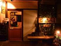 外観(夜)京町屋を改装したゲストハウスです。
