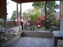 庭や遠景を望める風呂です