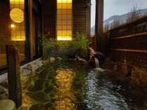 【大浴場:露天風呂】日が徐々に落ちると違った雰囲気が楽しめます。の画像