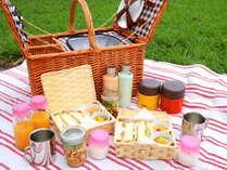 <ブレックファースト>バスケットにつまったご朝食をお部屋やガーデンにてお楽しみください。
